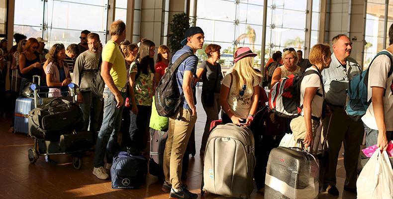 : السياح يغادرون مطار شرم الشيخ