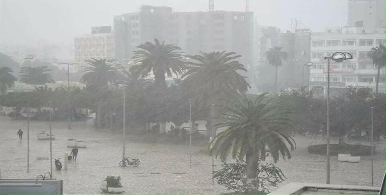 """: تونس.. استبشار بالأمطار واستياء من """"فساد"""" البنية التحتية"""