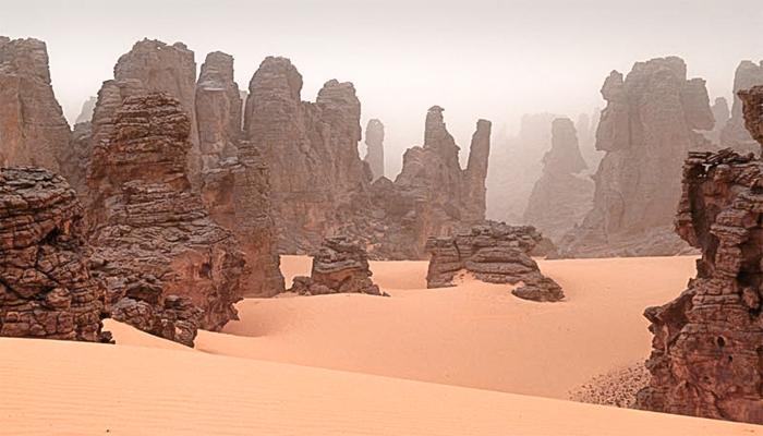 : جبال أكاكوس.. شموخ وسط الصحراء