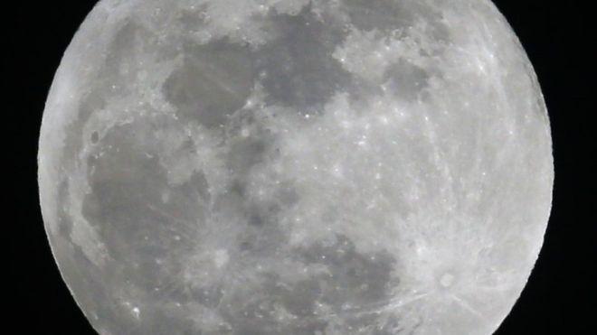: قمر الثلج