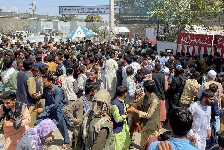: يوم الحشر في مطار كابول