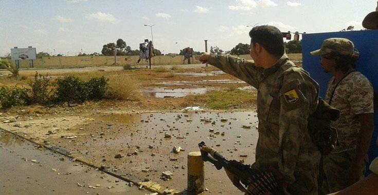 ليبيا المستقبل       عبد العزيز الديناليجندي ليبي يحارب  داعش  بساق مبتورة